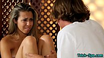 Teen hottie massages clit