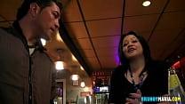 A la camarera del bar le ardia el coño y acabó follandose a un stripper de brunoymaria