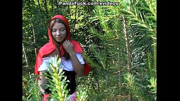 สาวน้อยหมวกแดง โดนหมีแพงด้าเย็ดหี เก็บผลไม้อยู่ดีๆก็โดนหมีหื่นกามกระเด้าหี