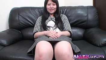 Japanese mature Aki Kitamura sucks asian dick
