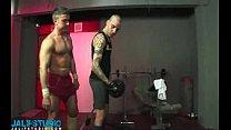 Bareback fuck at the gym