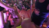 doppia coppia swinger in una mega orgia sul palco di SpicyLab a l Salon Erotico di Barcellona صورة