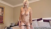 Canadian milf Velvet Skye enjoys a good finger fuck