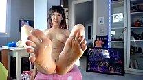 Sofi Mora shows feet while play webcam show