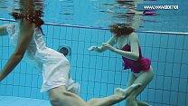 Hotly dressed teens in the pool Vorschaubild