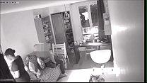 esposa desconfiada deixou uma câmera escondida e pegou o marido e a empregada no flagra - teenmarvel thumbnail