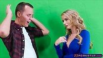 Busty weather chick gets fucked live on a TV studio Vorschaubild