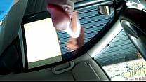 punheta no carro estacionado 8
