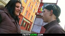 Brunette BBW picks up an young dude