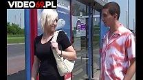 Polskie porno - Chamska propozycja dla mamuśki na przystanku