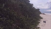 19977 esposa putinha chama estranho na praia para fuder ela no mato preview