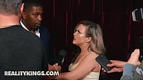 Sexy Milf (Carmen Valentina) Cant Wait To Be Fucked By (Isiah Maxwell) Big Black Cock - Reality Kings