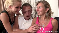 Daughter watches hubby fuck her old mom Vorschaubild