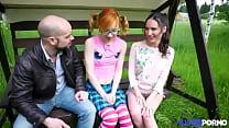 Download video bokep Elles sont lesbiennes mais aiment jouer avec un... 3gp terbaru