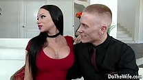 Beautiful brunette wife Raven Bay fucks in fron...