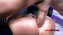 Gorgeous  Tyra Moon Analyzed in a Real Stripclub