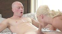 MILF rewards back rub with a beautiful blowjob