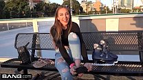 Jessie Wylde shows off her BJ skills in a public Preview