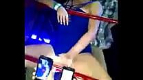 una joven borracha en la discoteca  http://www.kinehot.net video