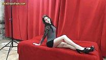 Skinny whore opens her legs for a stranger Vorschaubild