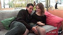 Brunette francaise sodomisee et couverte de sperme dans un gangbang avec Papy