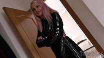 simona litttle black dress and pink hair quick jill off before party