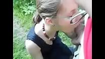 chupada con lengua en publico (la curiosidad mato al gato---> http://j.gs/DgSx)