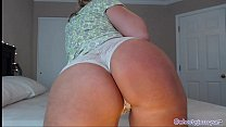 MILF Camgirl Teasing Flashing Pussy And Ass On Live Camshow