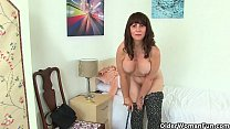 British milf Gilly pushes a dildo up her wet cunny