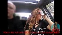 Gostosa casada se exibindo no carro para centenas de fãs, tetas a mostra sem esconder o rosto - completo no RED صورة