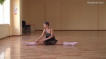 Kim Nadara sexy nyked gymnast