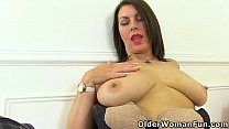 Busty mature Raven loves toying her cunny