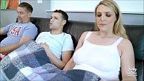 Gostosa fingindo que ta vendo filme quando na verdade ta traindo o marido