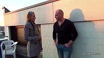 2 Deutsche Strassen Nutten ficken Outdoor mit ihren Freiern Vorschaubild