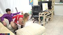 Stepdaughter gets her stepdad to pop her cherry