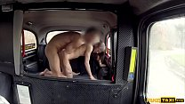 Thin french chick with small tits gets fucked in a cab Vorschaubild