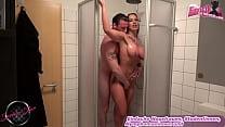 Deutsche amateur milf mit geilen titten fickt in der dusche
