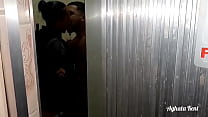 Policial sapatão  flagrada no banheiro fodendo com Leo ogro