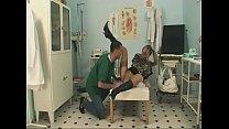 Neulich beim Frauenarzt - Geile Hardcore Sauerei und Sperma Vorschaubild