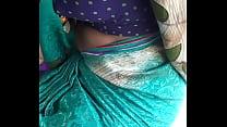 hot Telugu aunty showing boob's in auto