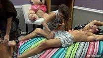 Tiozin leva sarrafo de novinha e gravida image
