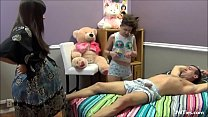 Tiozin leva sarrafo de novinha e gravida صورة