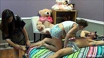 Image: Tiozin leva sarrafo de novinha e gravida