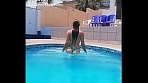Lucecita Ceballos - Saliendo de la piscina