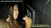 Jr Doidera gravou a novinha gostosa carioca Bibi Werneck na festa de swing meteu na cabine com glory hole aberto