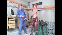 In der Werkstatt dem Hausmeister geil und heftig einen geblasen Vorschaubild