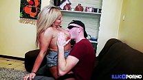 Son mari l'autorise à se faire baiser par un inconnu [Full Video] Image