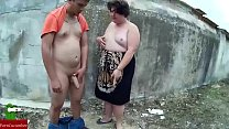 This fat couple like to cum on the walls of the parks GUI009