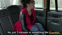 Sexy Spanish tourist rides a taxi and gets a fr...