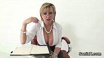 Cheating british milf lady sonia unveils her giant boobs Vorschaubild